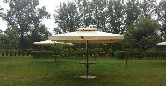 """Зонтики і лежаки - розважально-готельний комплекс """"Чорна Гора"""""""