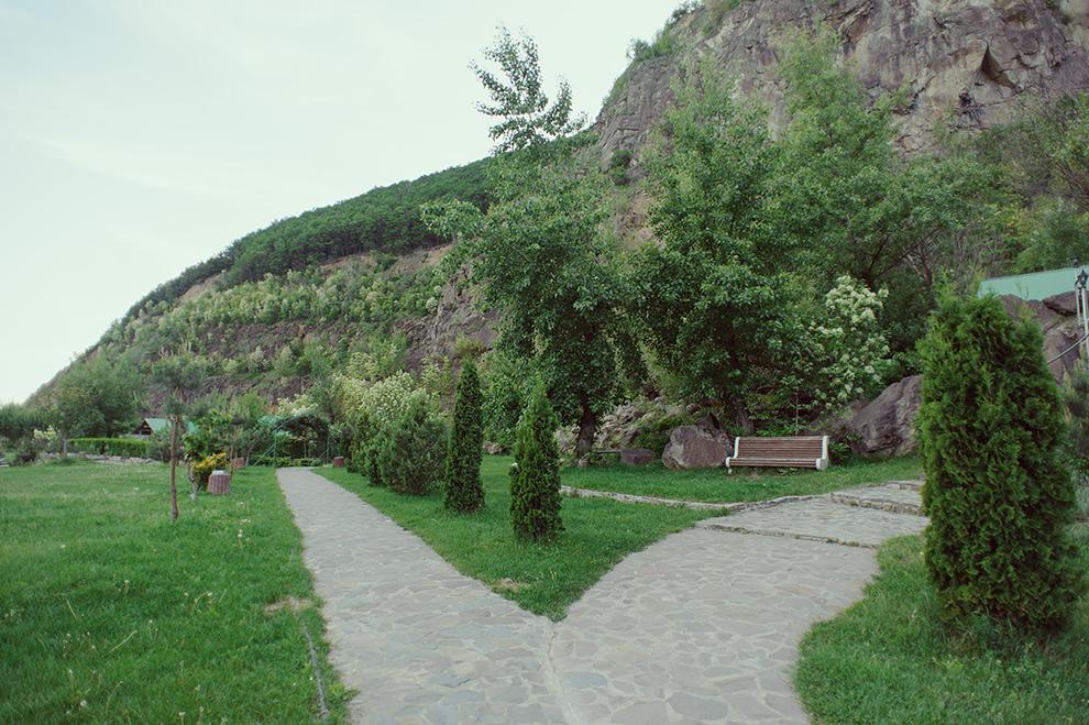 """Готельно-розважальний комплекс """"Чорна Гора"""" весною."""