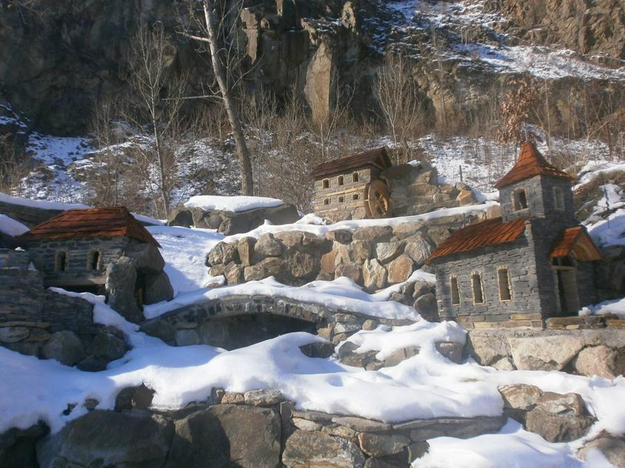 """Зима на території розважально-готельного комплексу """"Чорна Гора"""""""